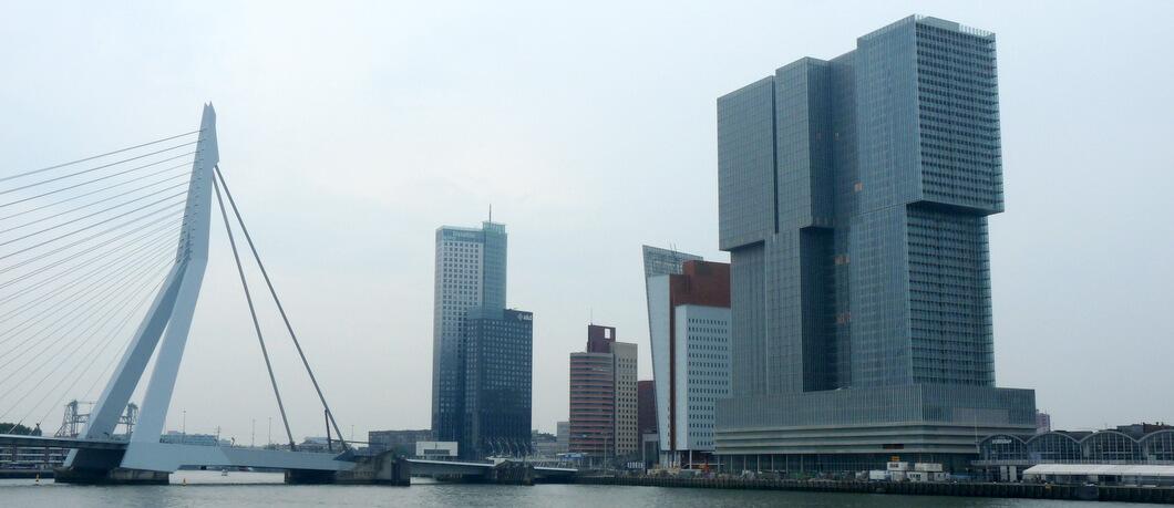 Rotterdamse skyline vanaf de Maas