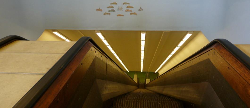 de voetgangerstunnel onderdeel van de Maastunnel Rotterdam, Holland