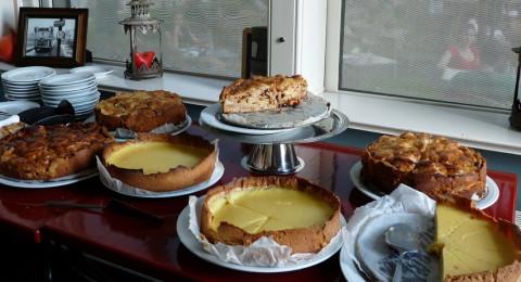 Zelf gebakken taarten bij Het Schoolhuis in Holysloot