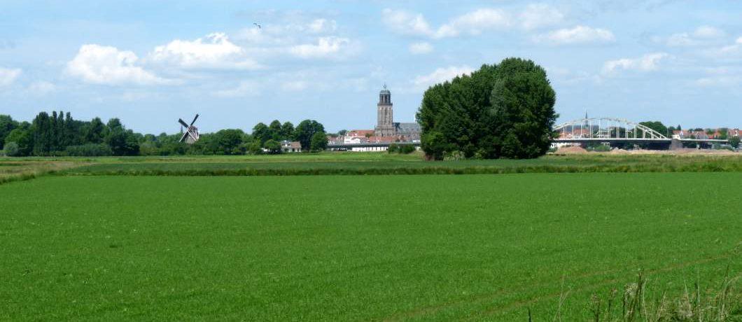Deventer gezien vanaf de uiterwaarden