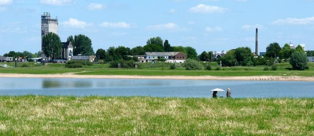 Uitzicht over de IJssel op Deventer