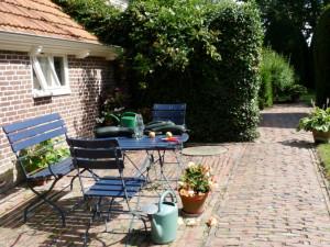 zitje tuin B&B Nieuw-Midhuizen