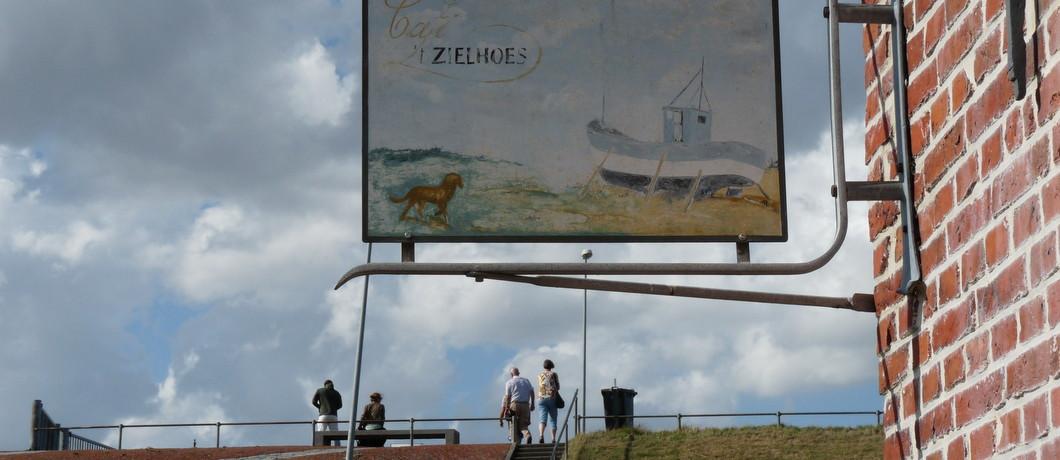 Uithangbord van 't Zielhoes in Noorpolderzijl