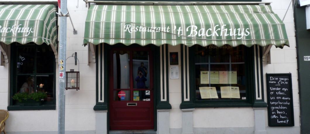 restaurant 't Backhuys middenin een winkelstraat in Winschoten