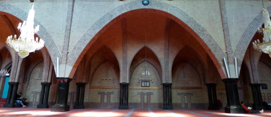 Reciteren uit de Koran in de Fatih-moskee