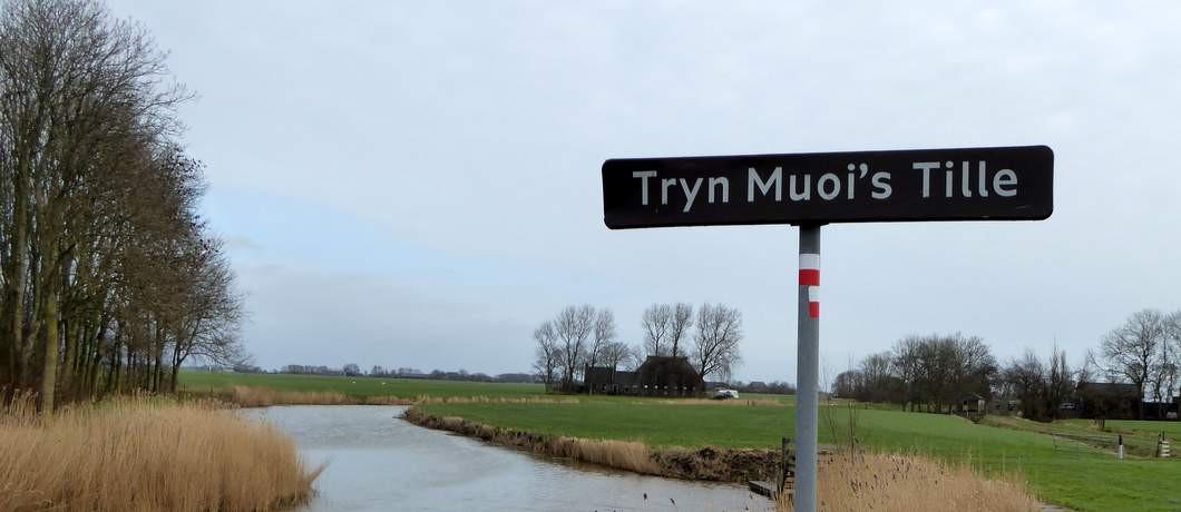 Tryn Muoi's Tille - de naambordjes zijn in het Fries