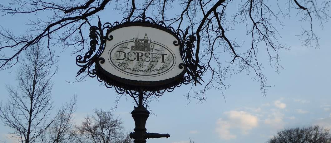 Uihangbord Dorset in Borne (Davides)