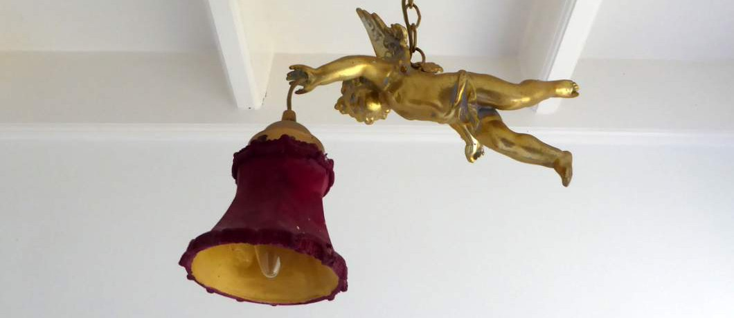 Lamp met engeltje bij B&B Bij Bakx