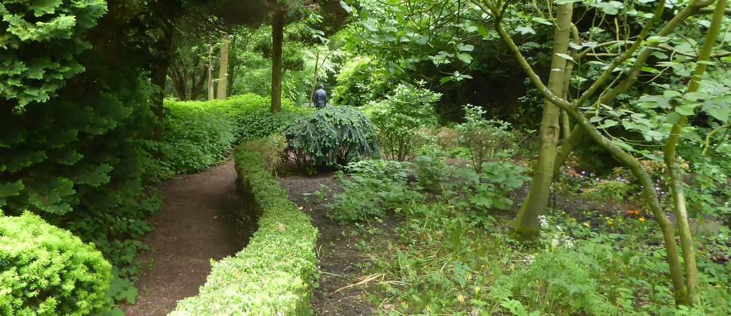 Wandelpad in tuin Schoonoord in Rotterdam