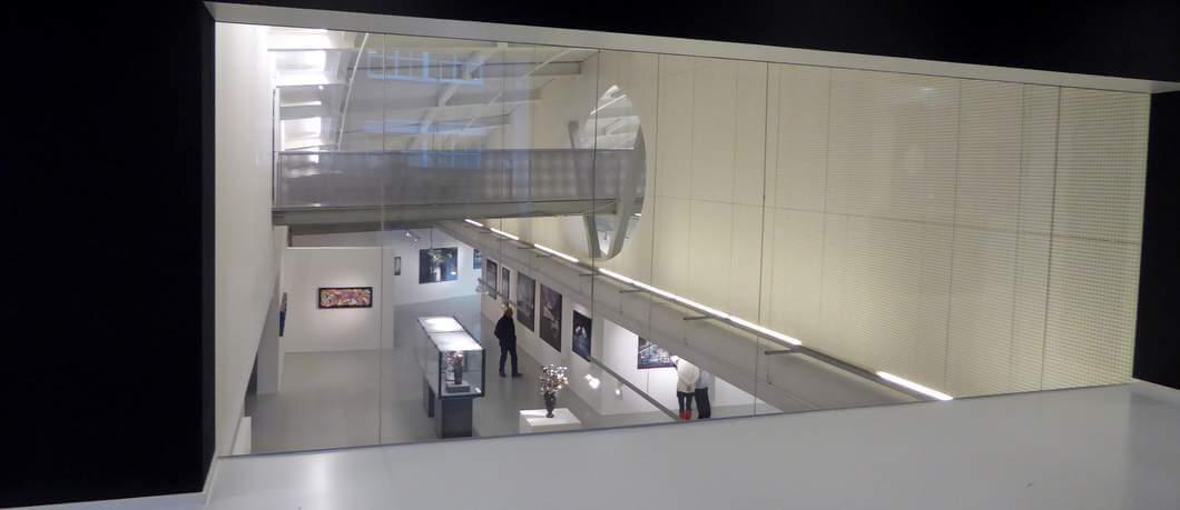 Uitzicht op de expositie beneden in het CODA Museum