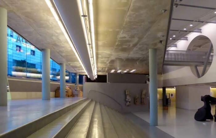 Trappen en zichtlijnen van het CODA Museum (foto Davides.nl)