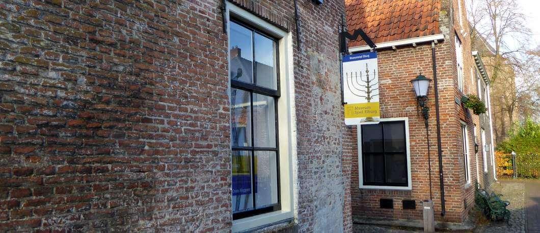 Buitenkant van Museum Sjoel Elburg