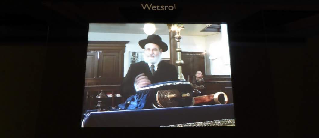 Uitleg over Joodse rituelen op de monitoren
