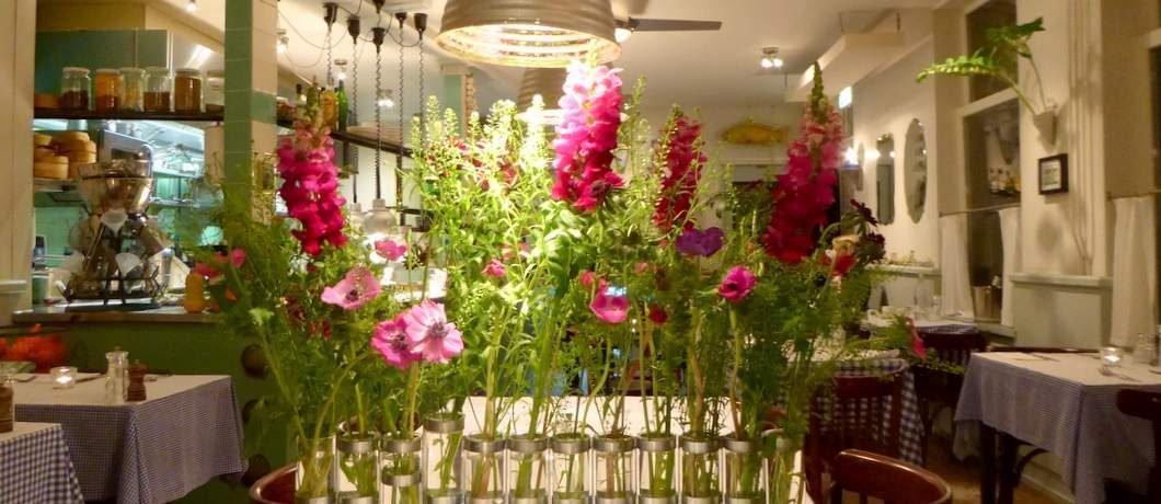 Net een veldboeket al die bloemen bij restaurant De Luwte