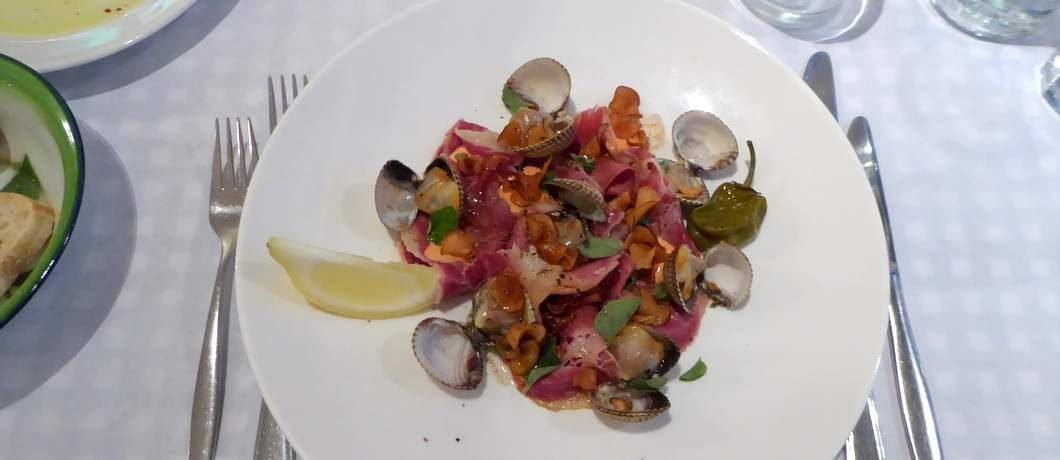 Kokkels uit de Waddenzee bij restaurant De Luwte op Texel