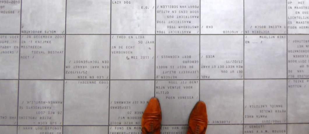 Tegels met namen van gulle gevers van Museum aan het Vrijthof