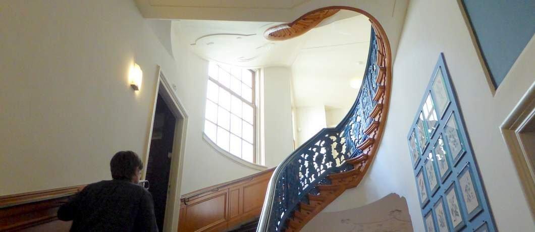 Trappenhuis van het Staatsiegalerij in de antichambre van het Cromhouthuis