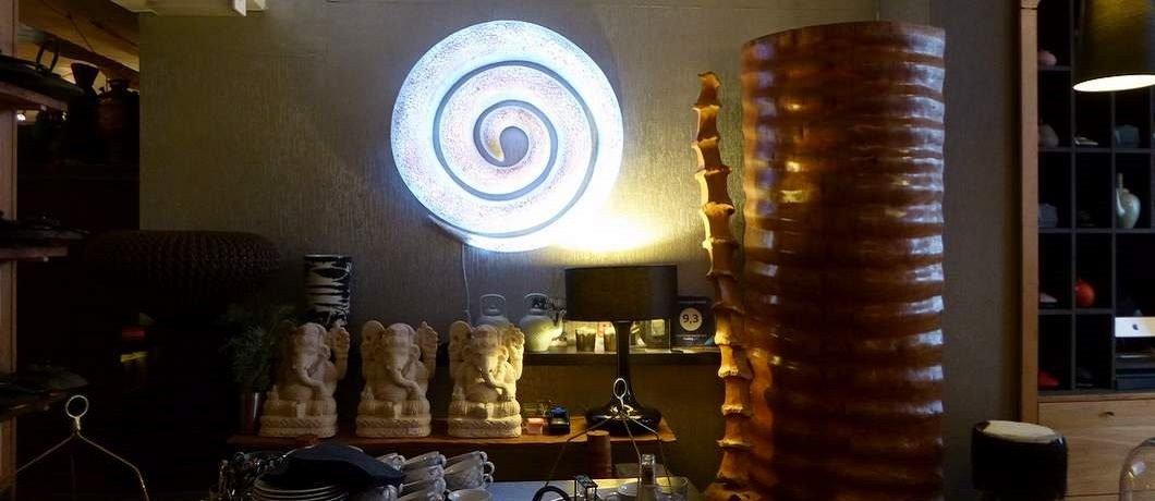 Ook beelden en lampen zijn te koop bij Teazone