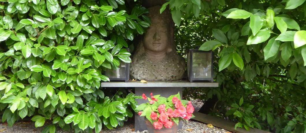 Boeddha voor de deur bij restaurant JanZen in Woerden