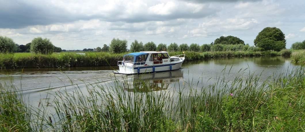 Boot op rivier de Kromme Mijdrecht