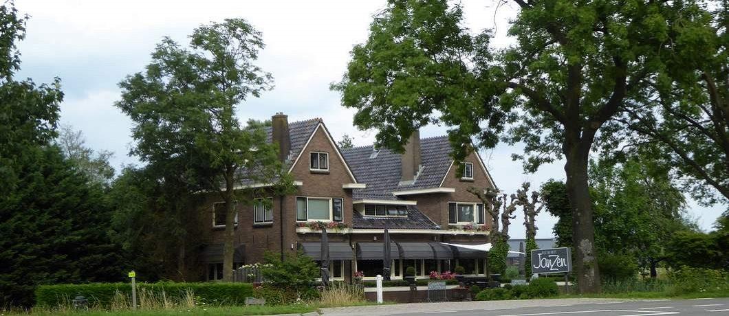 Restaurant JanZen achter de dijk bam de Oude Rijn bij Woerden
