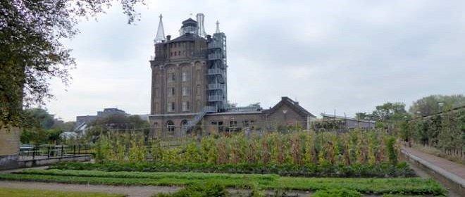De watertoren van Villa Augustus aan de rand van Dordrecht