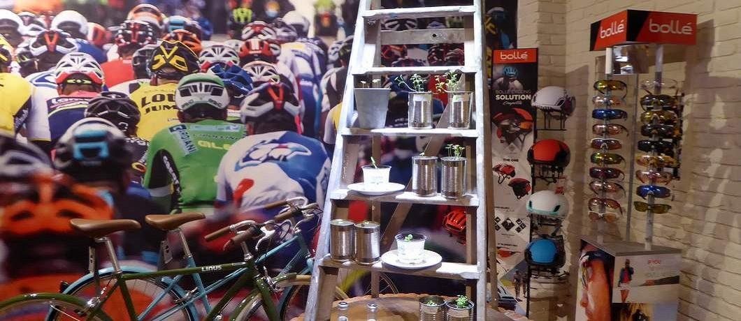 Mooie merken helmen, brillen en andere onmisbare spullen voor de fietser bij Spaak