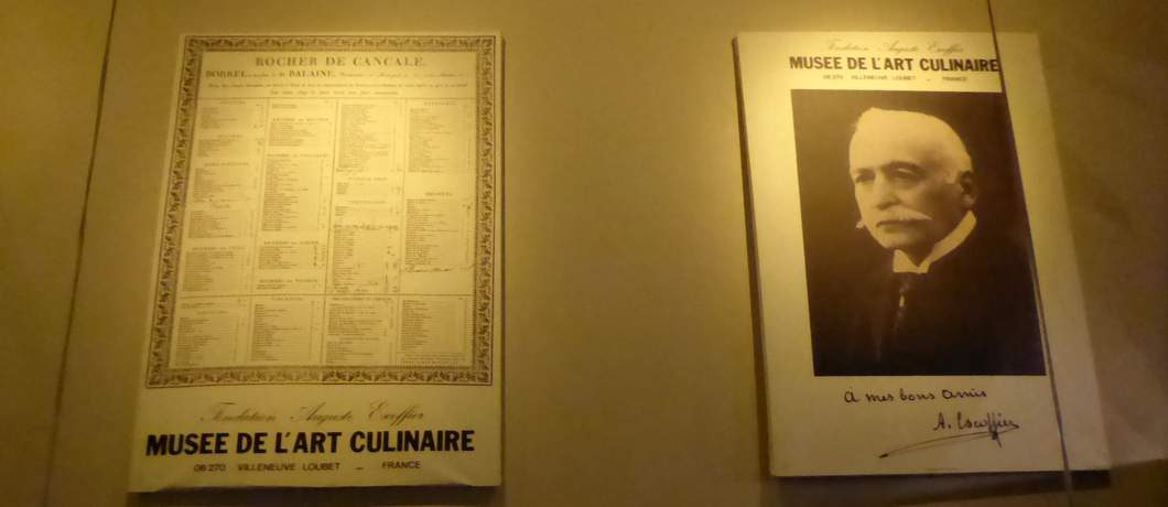 Franse posters in restaurant Voilà