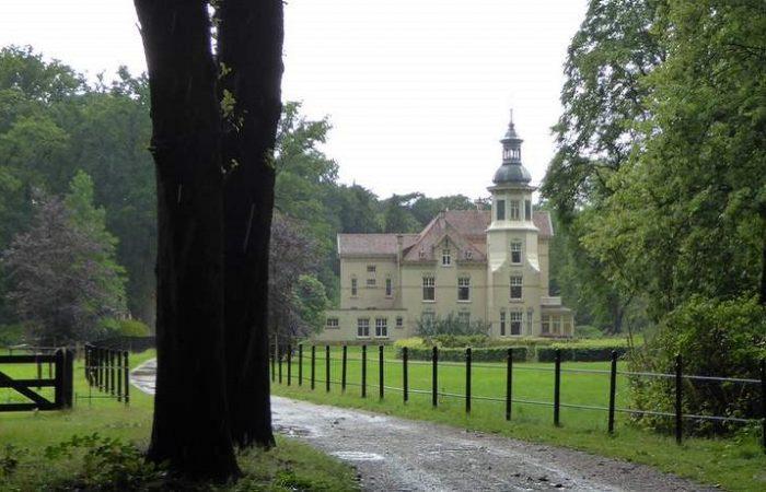Villa Oud Groevenbeek in de bossen buiten Ermelo
