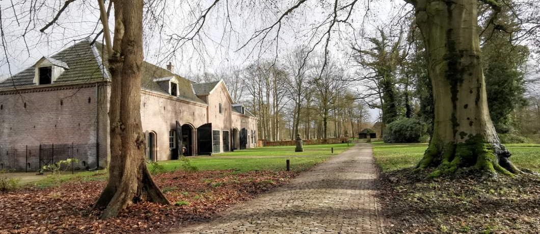 Koetshuis van kasteel Hackfort in Vorden