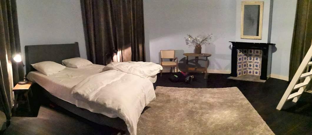 Een van de slaapkamers van suite Freule Emma in kasteel Hackfort