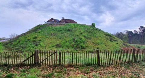 Motte Montferland is een handmatig opgehoogde natuurlijke heuvel van 17 meter die je tegenkomt tijdens de wandeling in het Montferland