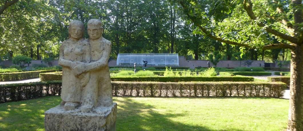 lopend-paar-hildo-krop-beeldenpark-de-havixhorst-davides