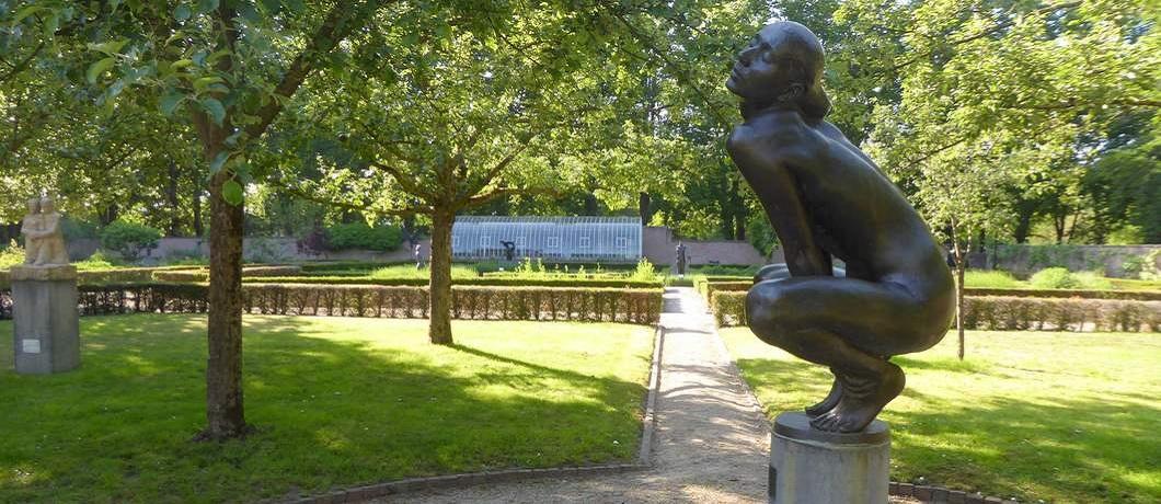 wulpse-vrouw-liesbeth-eddy-roos-beeldenpark-de-havixhorst-davides