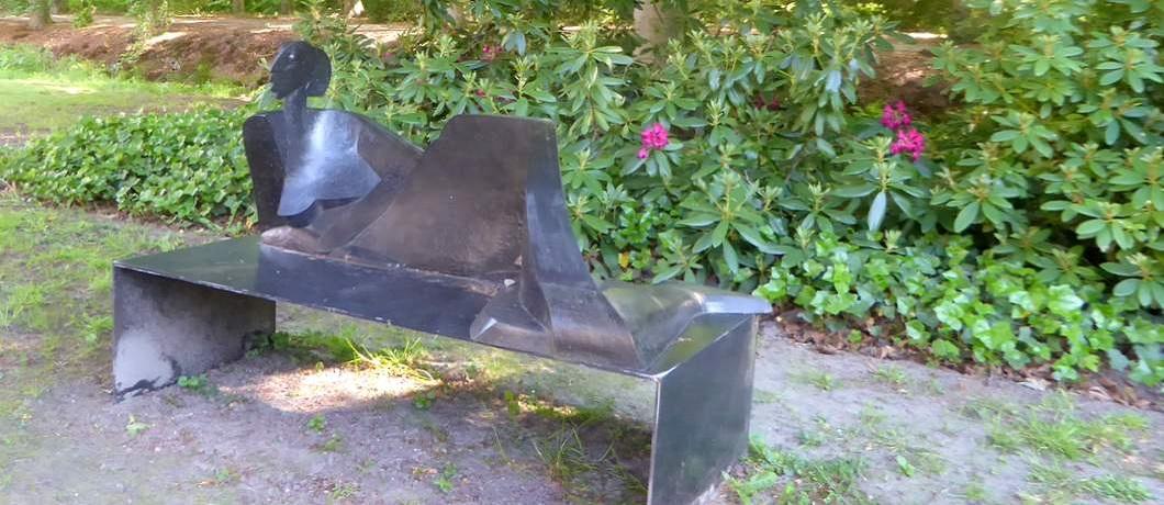 liggende-vrouw-beeldenpark-de-havixhorst-davides