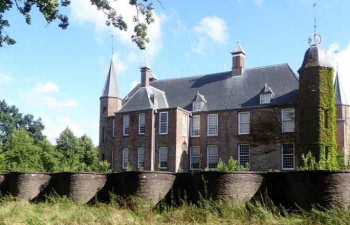 De kronkelende slangenmuur en kasteel Slot Zuylen