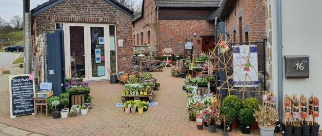 Bij dit gezellige bloemenzaakje Bie Katrien in Sint-Martens-Voeren hebben ze heerlijke koffie en vlaai