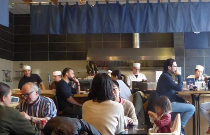 Binnen bij Japans restaurant Hokkai Kitchen in IJmuiden