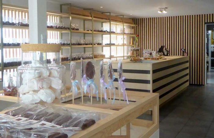 Het mooie interieur met horizontale en verticale lagen bij Koek en Chocolade