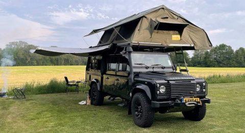 Land Rover Defender huren met daktenten voor het utlieme vrijheidsgevoel